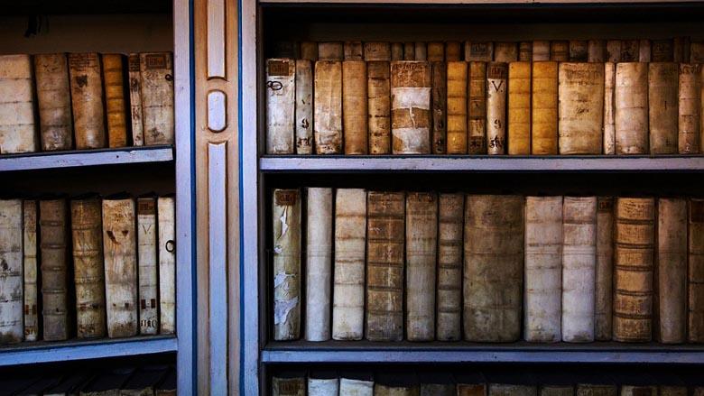 Books on a bookshelf 780_wide