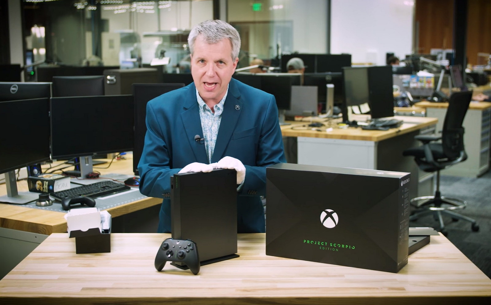 Xbox One X Project Scorpio Edition unboxing